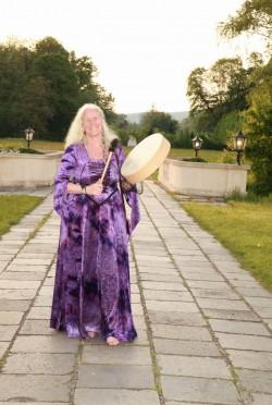 Als Ritualmusikerin bei der <br>Göttinnenkonferenz, Wien 2014